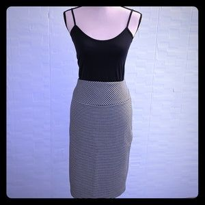 Express B&W Houndstooth Knee-Length Pencil Skirt